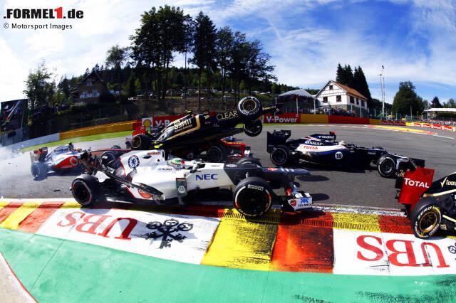 """Belgien 2012: """"Das Rennen sticht hervor, da ich den schweren Unfall von Romain Grosjean aus einem anderen Blickwinkel einfangen konnte. Ich stand nicht mehr als einen Meter von ihm entfernt, als er über Fernando Alonso hinwegflog. Als ich mich umdrehte, stellte ich fest, dass alle Fotografen bis auf einen verschwunden waren."""""""