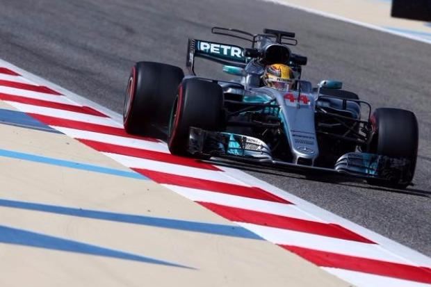 Shanghai Hamilton sichert sich Pole-Position: Vettel auf Platz zwei