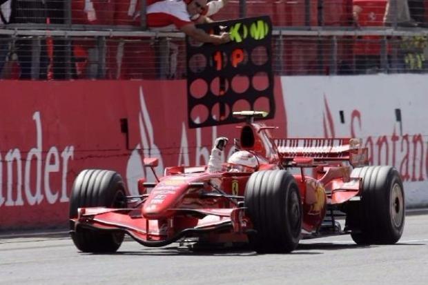 Hamilton holt Pole, Vettel Dritter class=